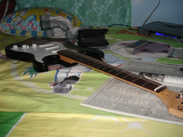 Gitara, kuha ni Bobby Añonuevo