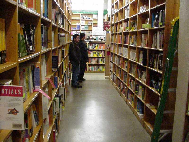 alyssa sm powells bookstore - 800×600