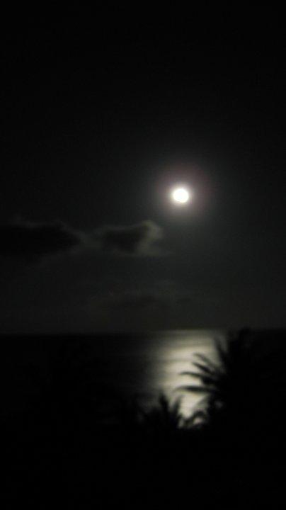 Kuha ni Lita Asis-Nero. Hatinggabi sa Batanes. 2010