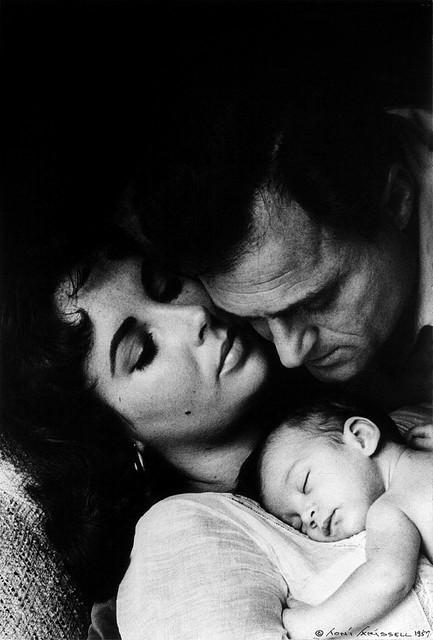 Elizabeth Taylor, Liza Todd, at Mike Todd. Kuha ni Tony Frissell, 1957.